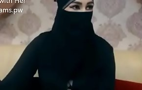 Indian Muslim unladylike in hijab brook chatting on cam